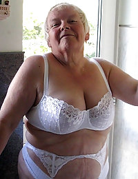 Hey, fellas! Show your feminine side and ass-pics Tracy!